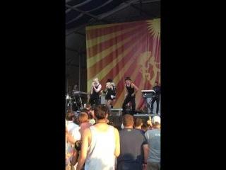 Christina Aguilera - Moves Like Jagger (live at Jazz Fest 2014)
