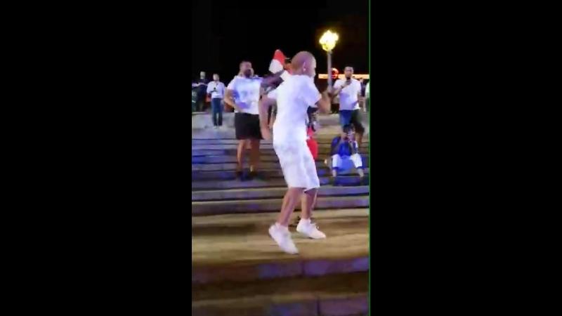 Танцующий 68 летний болельщик из Волгограда