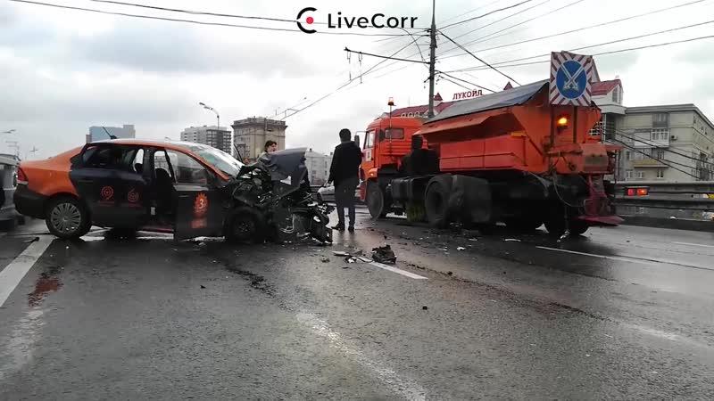 5 человек пострадали в дтп со снегоуборочной машиной на Савеловской эстакаде в Москве
