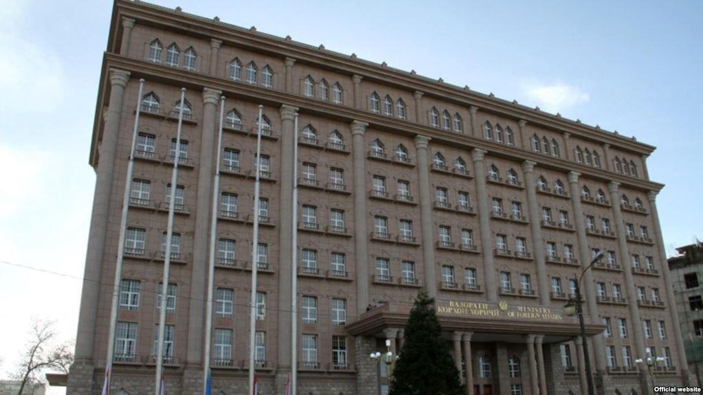 МИД: Душанбе выступает за решение авиаконфликта без применения санкций