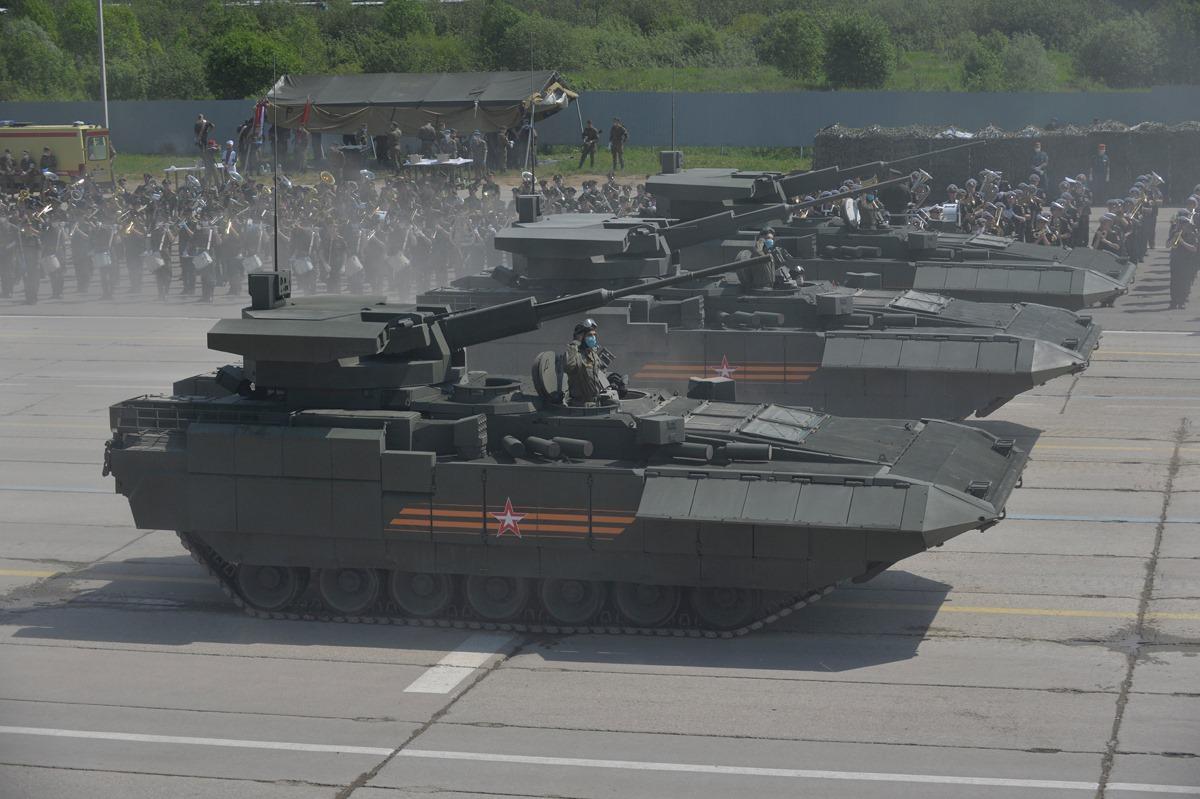 الدفاع الروسية تنشر صورا للعرض العسكري التجريبي الخاص باحتفالات عيد النصر BT9S-0cnoVA