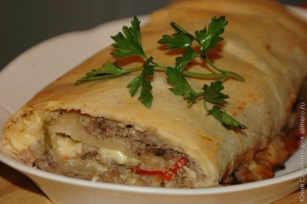 Штрудель с мясом, грибами и сладким перцем