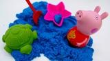 Свинка Пеппа играет с кинетическим песком. Видео для детей.