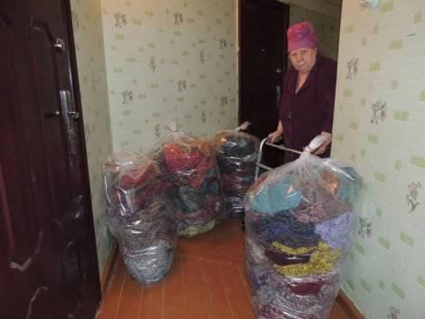 Бабушка связала 300 пар теплых носков