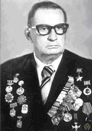 ЭТНИЧЕСКИЕ НЕМЦЫ В КРАСНОЙ АРМИИ С началом войны мобилизация в Красную Армию советских немцев, насчитывавших свыше 1,4 млн. человек, проводилась осторожно, в очень ограниченном количестве и в