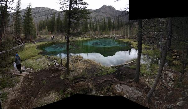 Широченная панорама гейзерова озера.