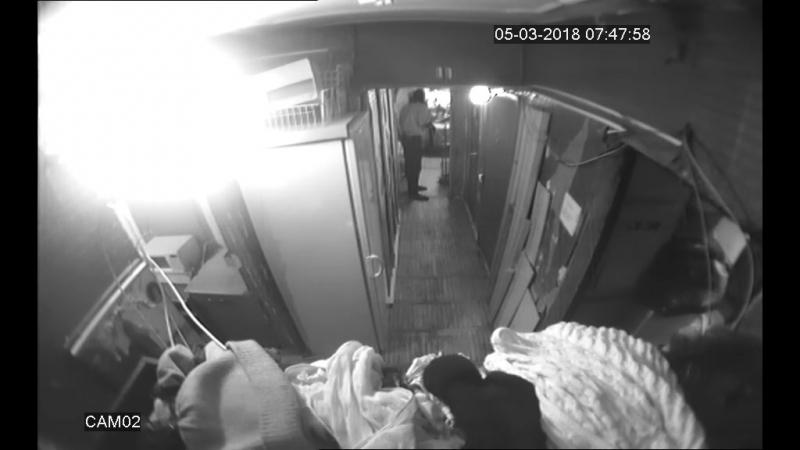 вызов и приезд полиции мама в туалет идёт угрожает Виталиком много о нас знает и требует место на кухне