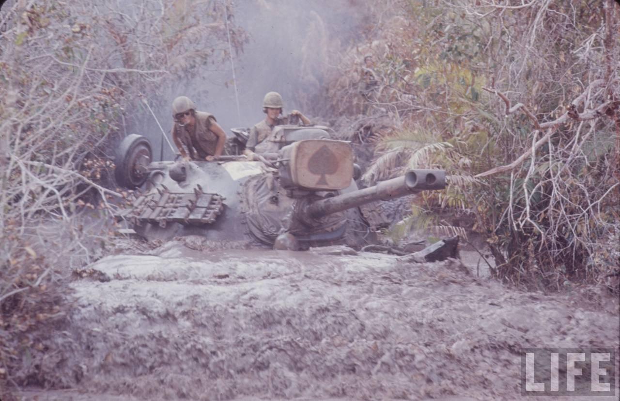 guerre du vietnam - Page 2 EcaZxDXSQSE