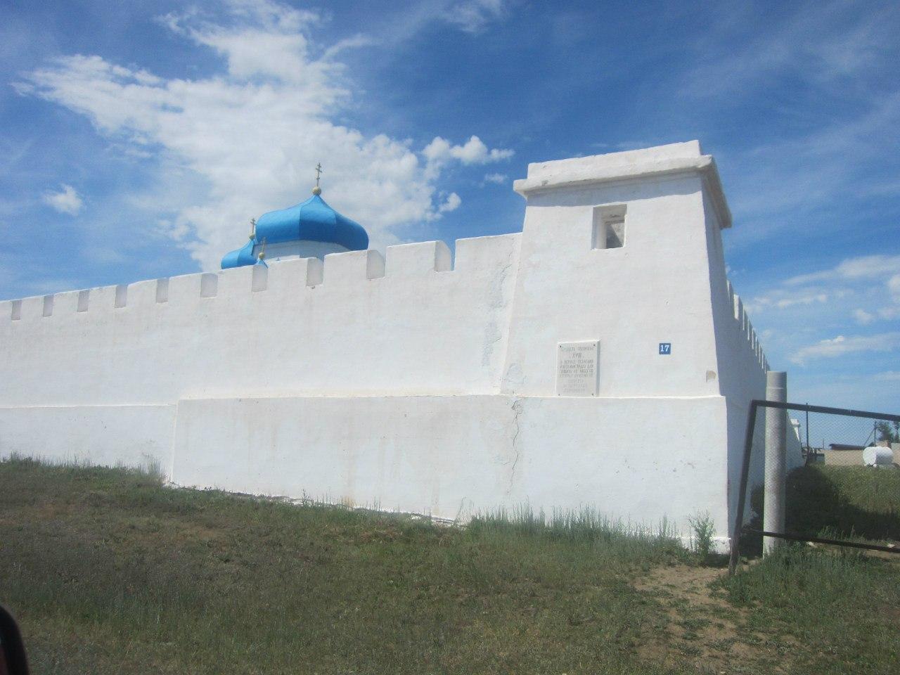 Вид на крепость с юго-восточного угла (25.06.2013)