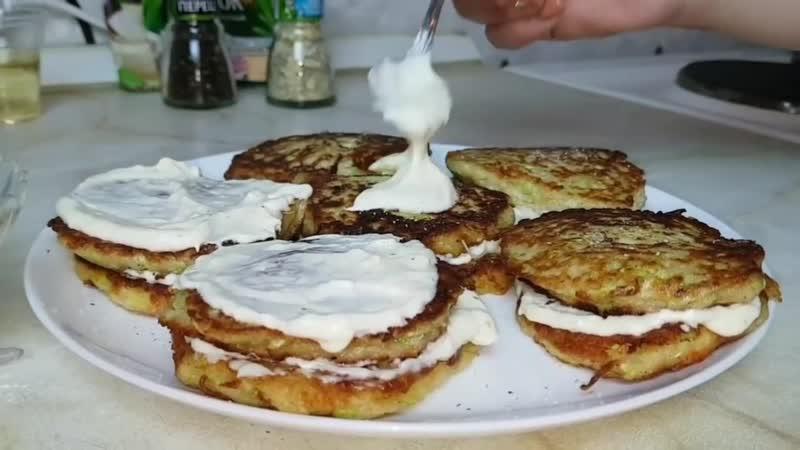 Оладьи из кабачков, цыганка готовит. Gipsy cuisine.