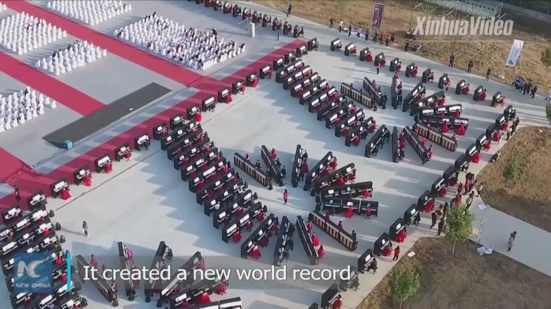 New world record! 639 people play pianos simultaneously