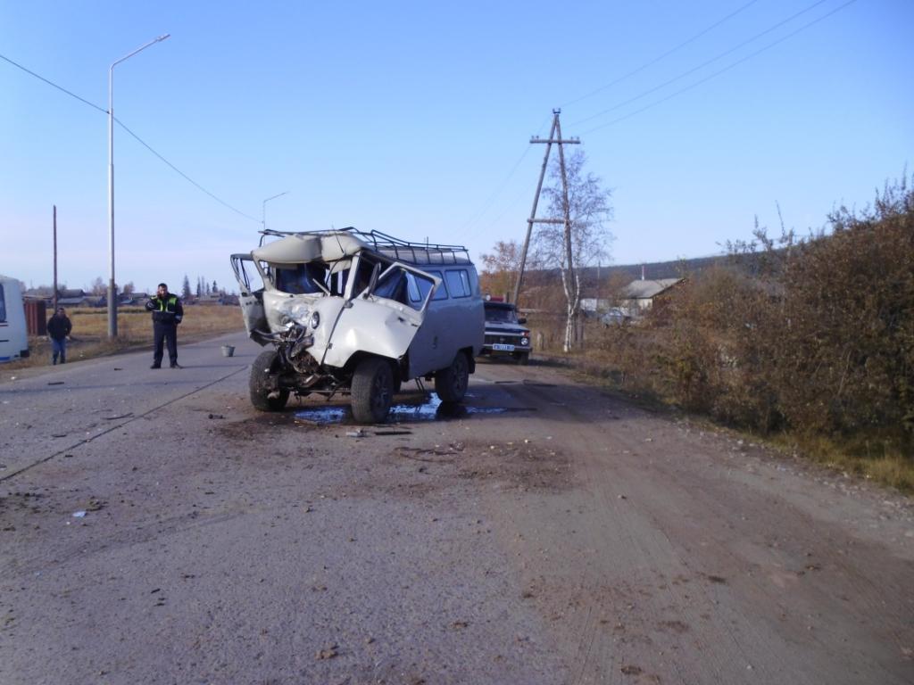 В Олекминском улусе пьяный водитель УАЗика совершил лобовое столкновение с бензовозом