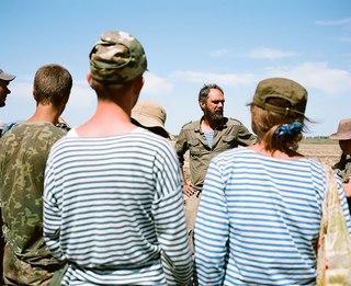 Олег как начальник экспедиции говорит речь