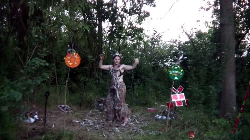 танцы в лесу творчество необычно