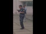 Танцующий охранник ))прикол) секс не порно)