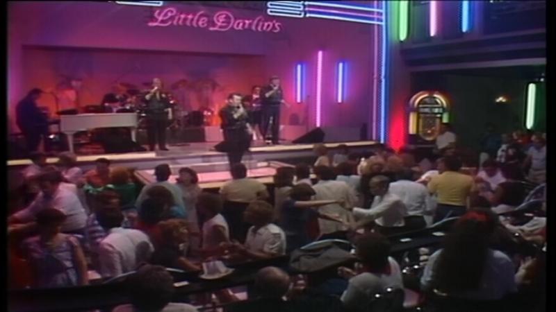 09 The Diamonds – Little Darlin