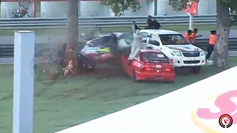 Жёсткая авария на гонках