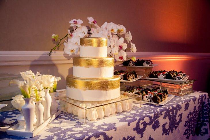 guK4 kSfyzo - Золотые и серебряные свадебные торты 2016 (70 фото)