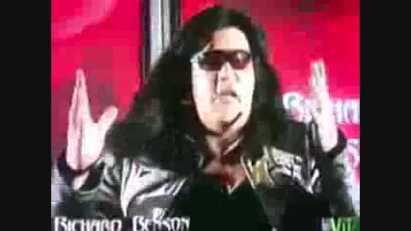 Richard Benson vuole da Ester quei pantaloni (2011)
