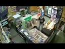 В Самаре грабитель изрезал двух женщин