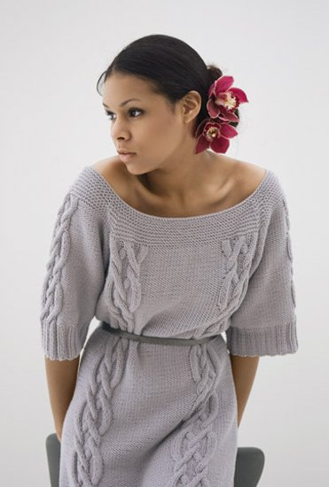 Короткое платье с косами