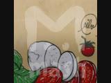 Художник из Вероны закрашивает нацистские граффити рисунками с едой