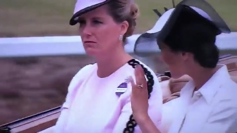 Meghan has arrived and is wearing Givenchy again and a Philip Treacy hat RoyalAscot.mp4