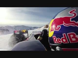 Болид Formula 1 на снежной трассе