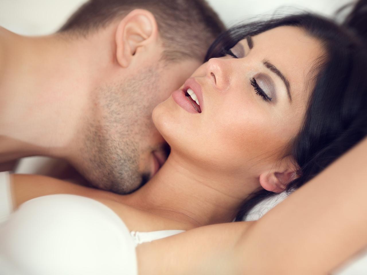 девушки возбуждают парня секс бассейна тоже