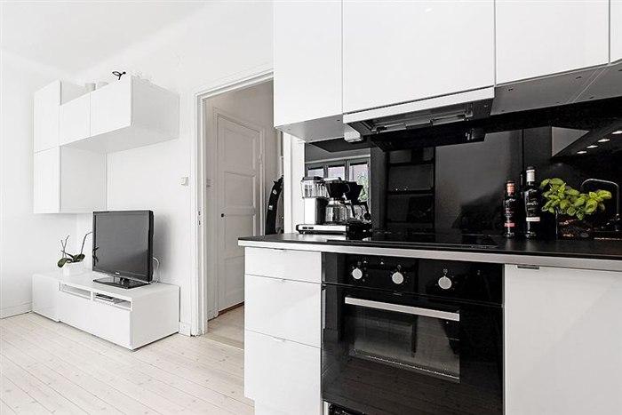 Хорошо спланированная квартира-студия 29 м в Европе с частично отгороженной спальней.