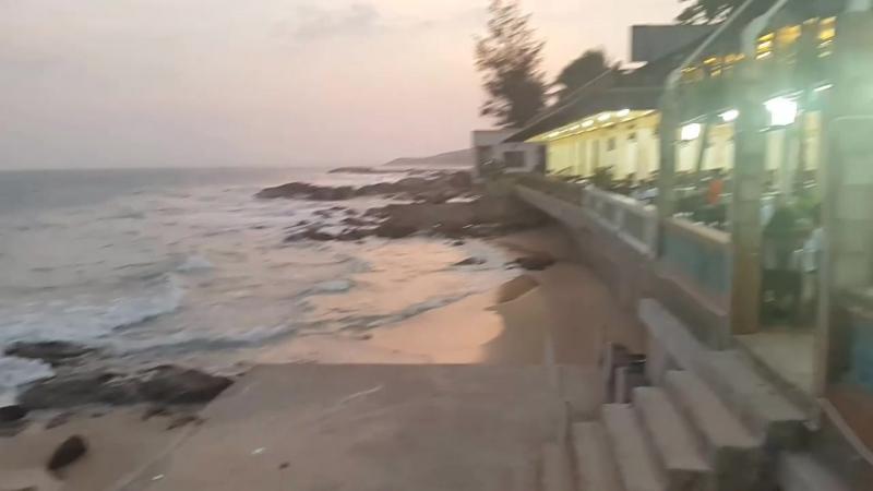 Món ăn ngon cùng với cảnh biển đẹp tại Nhà Hàng Cây Bàng - Nhà Hàng Phan Thiết