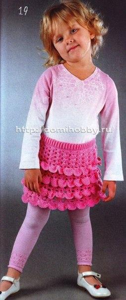 Ажурная юбочка для девочки 4-х лет связана крючком из яркой розовой пряжи с веселыми оборками, котор… (3 фото) - картинка