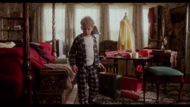 Один дома (1990) Кевин просыпается и обнаруживает, что его семья пропала.