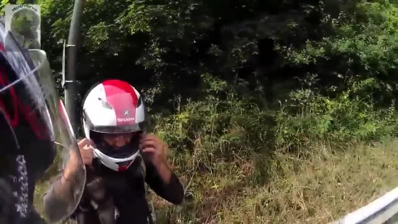 Мотоциклисты своих не бросают! Взаимопомощь на дороге.