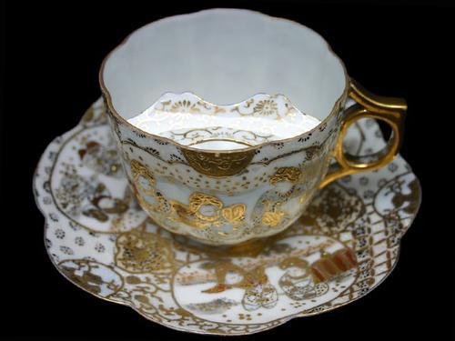 Чайная чашка для мужчин с усами.