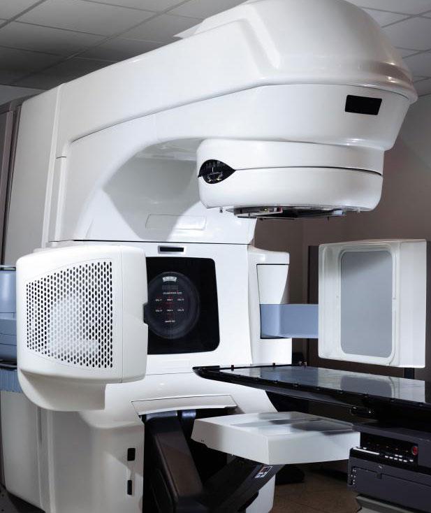 Лучевая терапия, например, с линейным ускорителем, может быть использована для лечения рака носоглотки.