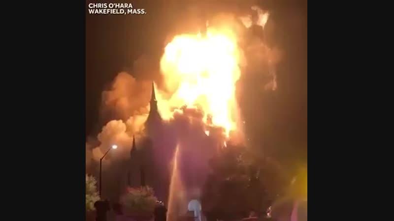 В Массачусетсе молния ударила по 150-летней баптистской церкви