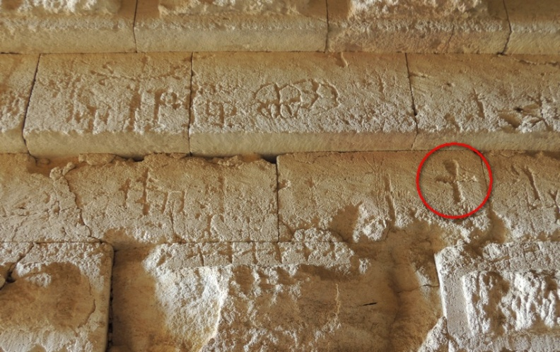 Высеченные изображения над входом в гробницу Царского кургана в Керчи это клятва вождей готских, аланских и тюркских племен отомстить Римской империи за смерть Иисуса. Копье Судьбы из Армении стало объединяющей реликвией.