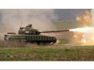 Украина, Зона АТО. Украинские военные ведут огонь из танка Т-64Б