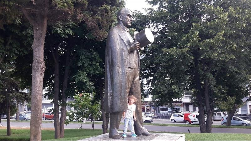 Mustafa Kemal Atatürk`ü Çok Seven Küçük Kız