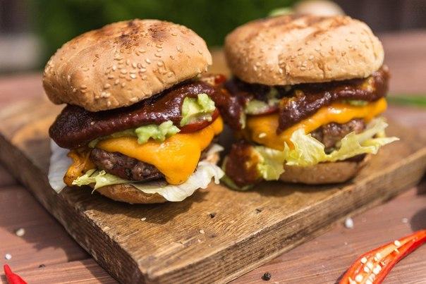 ТОП–3 вкуснейших чизбургеров
