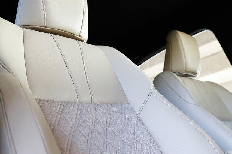 Ромбовидные подушечки кожаных кресел как привет лакшери-классу от Bentley?