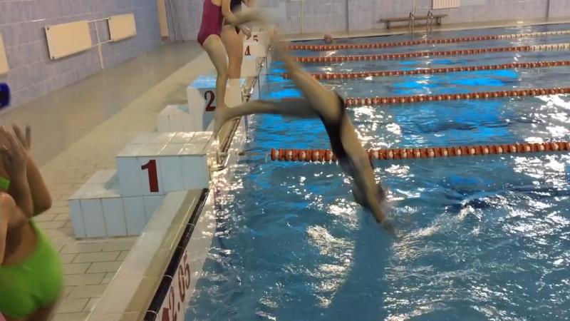 Плавание у Насти корявые ноги