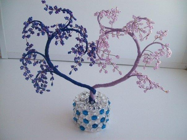 Деревце в виде сердца из бисера