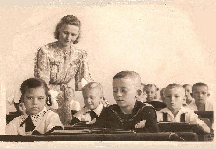 Советская учительница