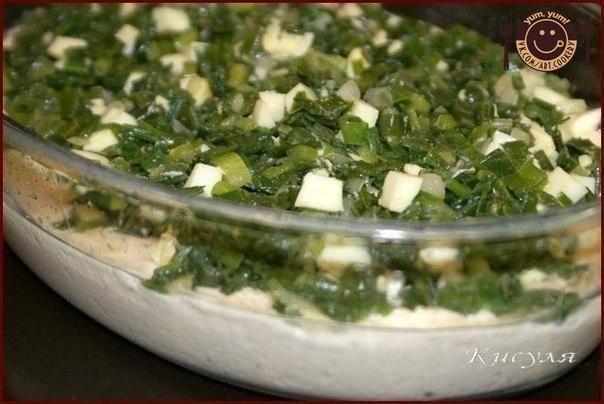 Быстрый (заливной) пирог с зелёным луком и яйцом.