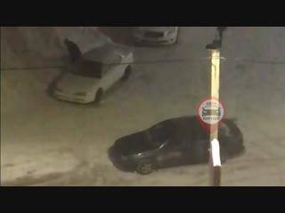 На ул. Кудряшова у Семейного магнита вскрыли автомобиль. Воров поймали.