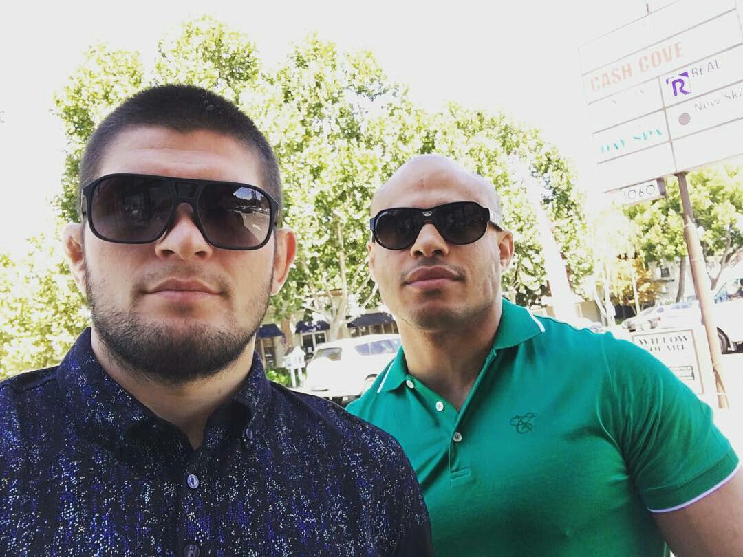 Хабиб Нурмагомедов  и его менеджер Али Абдель Азиз