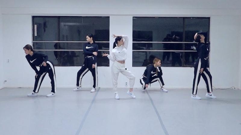 [청하의 연습실] CHUNG HA Ariana Grande - 7 rings Dance Cover
