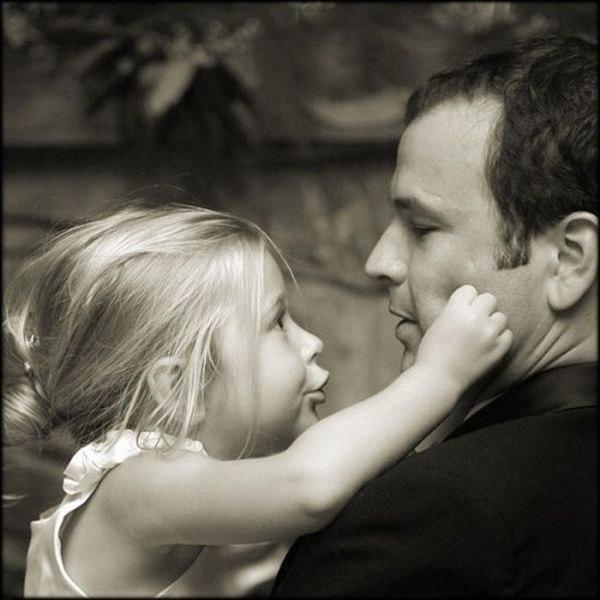 ....Каждый может просто стать отцом… Это всё по-разному бывает… Кто-то после станет подлецом… кем он был — ребенок не узнает… Ну, а кто-то знает ночь без сна… что такое боль детей он знает… Счастье их — всегда его весна… и таких лишь «папой» называют